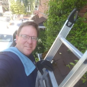 gutter-cleaners-on-a-ladder-in-Sammamish-wa